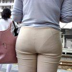街中で働くOL人妻熟女のパンティライン盗撮した尻フェチエロ画像が凝視レベル
