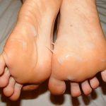 人妻熟女の足裏にザーメンぶっかける足射エロ画像が変態プレイ過ぎるwww