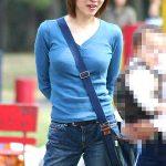 たすき掛けで胸が強調された若妻のおっぱい盗撮したパイスラエロ画像www