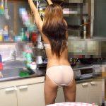自宅では下着姿や全裸で生活する裸族な人妻を写メした素人エロ画像がヌケるwww