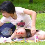 スカート人妻熟女の座りパンチラを正面から激写したった盗撮エロ画像www