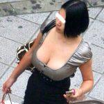 男の視線を釘付け!!人妻熟女の産後で大きくなった着衣巨乳エロ画像
