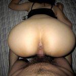 人妻熟女のムッチリお尻をバックから突きまくる後背位ハメ撮りエロ画像