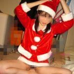 クリスマスに人妻熟女がサンタコスして性なる夜を楽しむSEXエロ画像