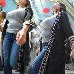 胸の膨らみが凄くて着衣越しでも巨乳とわかる人妻熟女の着衣巨乳エロ画像