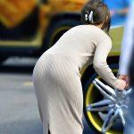 ロングスカート穿いてる人妻熟女の透けパンティラインを盗撮エロ画像