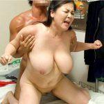 レンタル熟女で働く爆乳ぽっちゃり妻が若い男の性処理する自宅SEXエロ画像